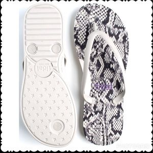 MADE IN USA  LUSH FLIPFLOP